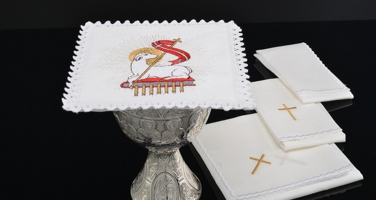 Altar linens in the liturgical celebrations