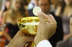 10 questions and answers about hosts and communion