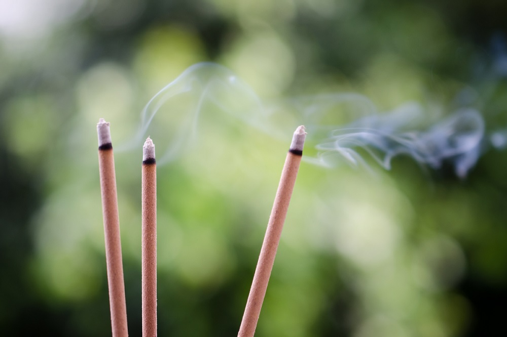 How to naturally scent your home with incense