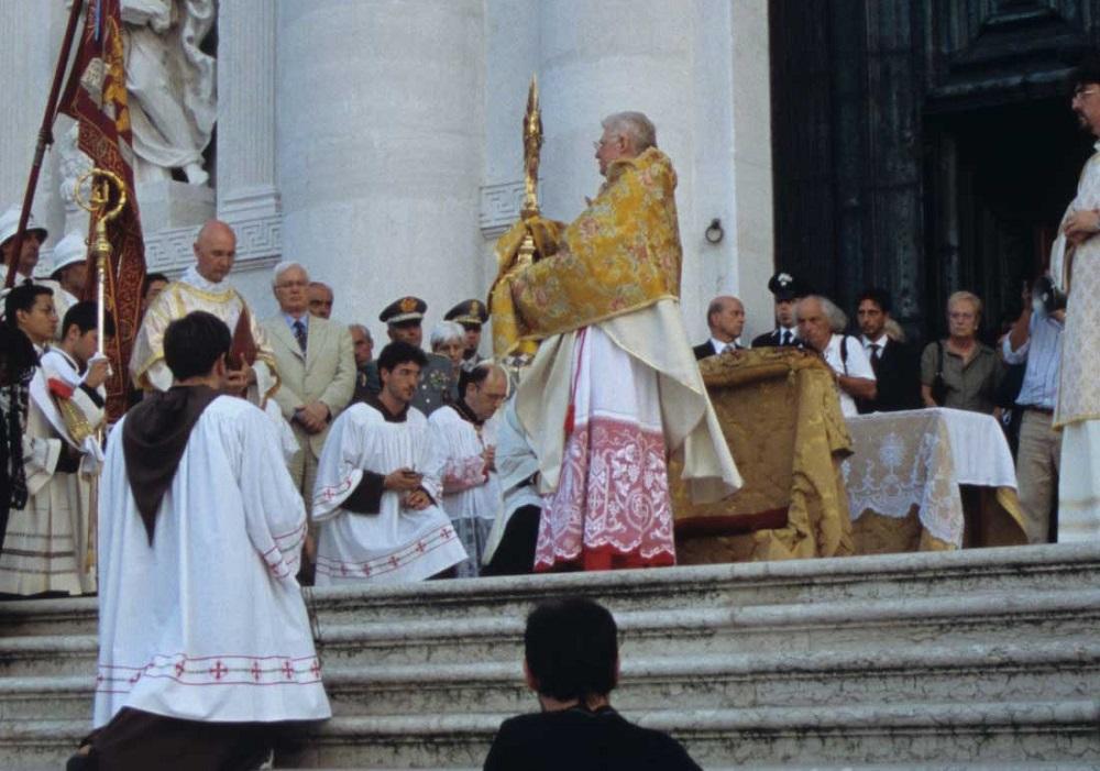 Eucharistic blessing