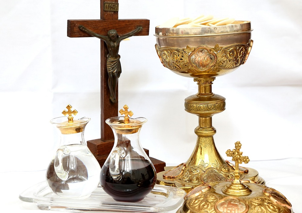 Liturgical accessories used by Ministers during liturgical celebrations